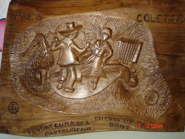 bois  Cde groupe folklorique St Pantaléon de Larche